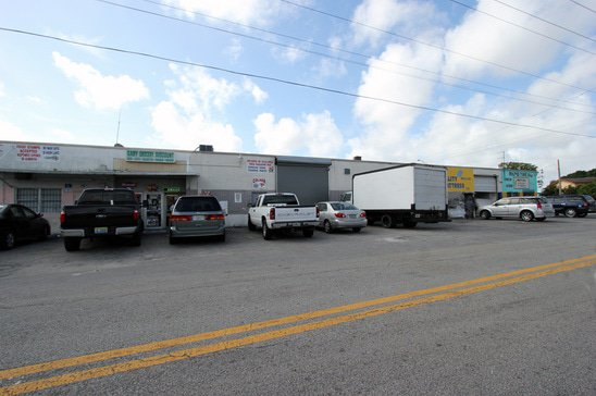 hialeah-warehouse-dollar-store.jpg