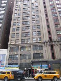 584-8th-avenue-basement-new-york-ny-10018.optimized
