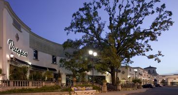 3_Vietopia-_Plaza_in_the_Park_Houston_TX.jpg